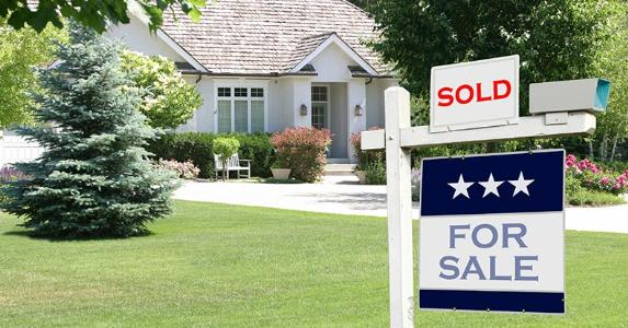 sold-for-sale-sign-in-front-lawn-of-house_573x300